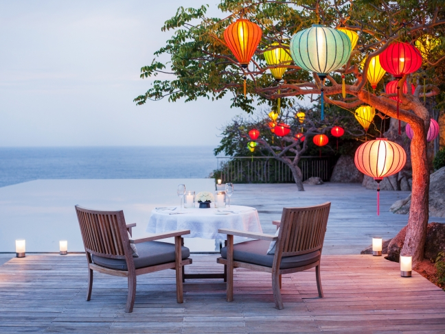 p-amanoi,-vietnam---private-dinner-by-cliff-pool_office_4839